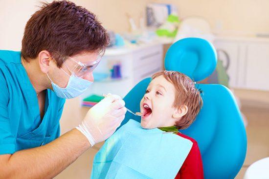Ajak si kecil ke dokter gigi sedini mungkin