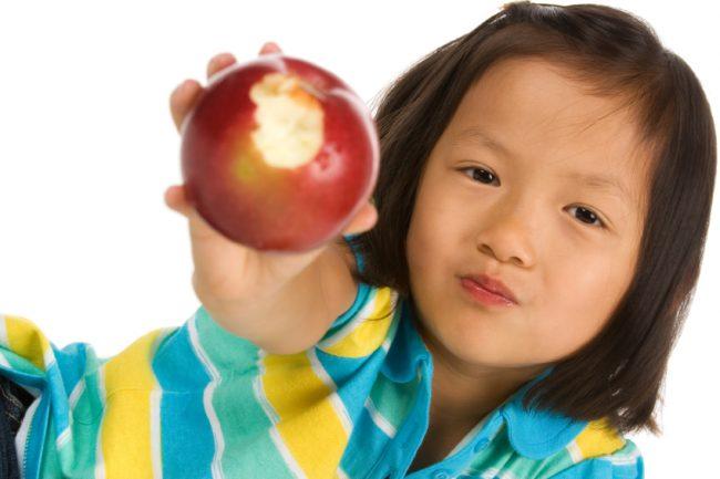 Lengkapi nutrisi anak dengan buah Apel