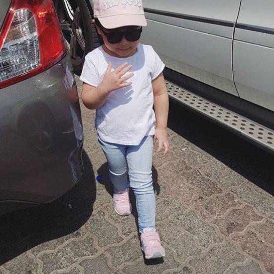 Jeans dan topi