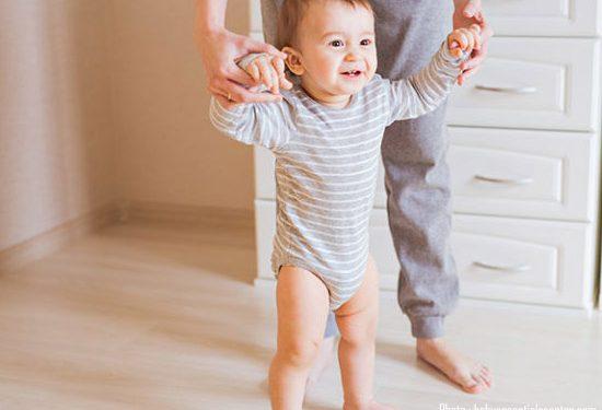 Bagaimana Jika Si Kecil Belum Bisa Berjalan Tetapi Bayi Seumuran Lainnya Sudah Bisa Berjalan?