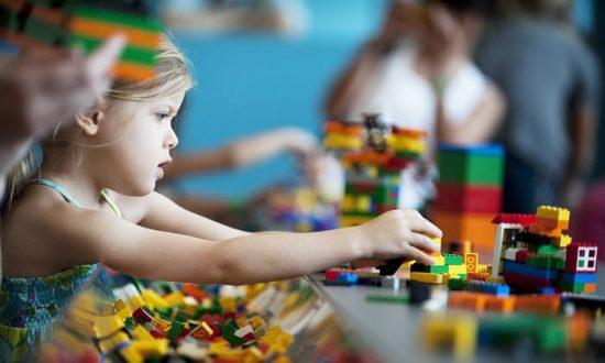 Dengan lego, si kecil mampu mengembangkan logika dan memecahkan masalah