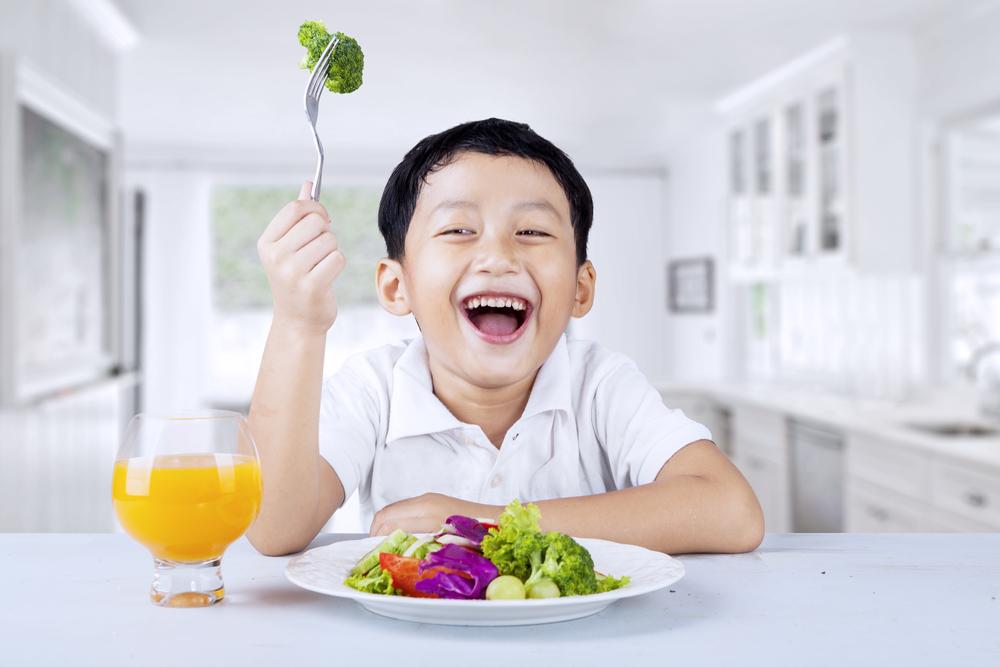 Jangan Larang Si Kecil Untuk Bermain dengan Makanannya