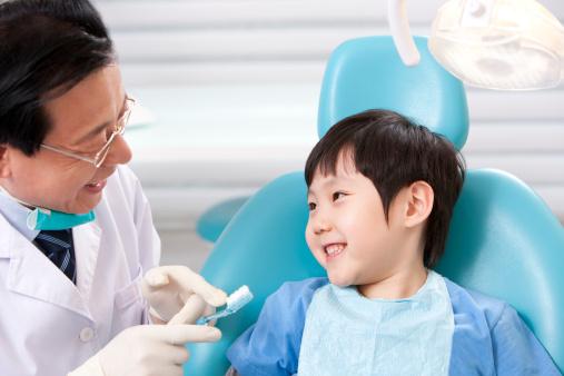 Bawa si kecil ke dokter gigi sebelum gigi si kecil bermasalah