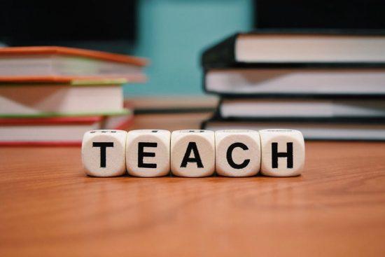 Memiliki Tenaga Pengajar Dengan Kualitas Baik
