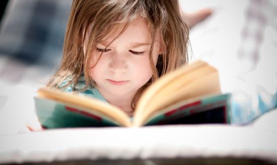 Membaca Terlalu Dekat Akan Merusak Mata Anak