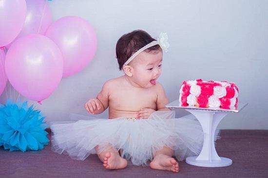 https://www.pexels.com/photo/baby-in-white-tutu-skirt-beside-cake-206347/