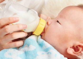 Perhatikan frekuensi pemberian susu formula pada si kecil