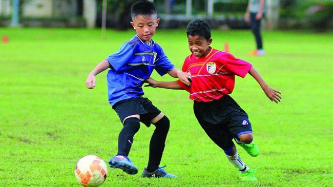 Si Kecil Mulai Suka Main Bola? Yuk, Pilih Jenis Olahraga ...
