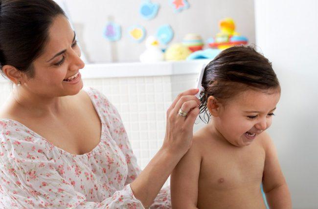 Memakai pelembap rambut