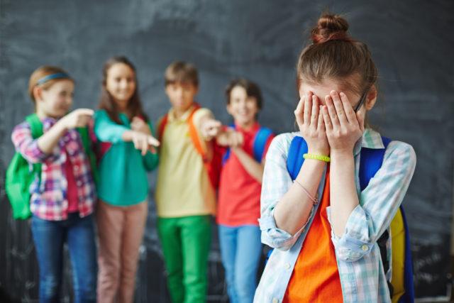 Membully teman di sekolah