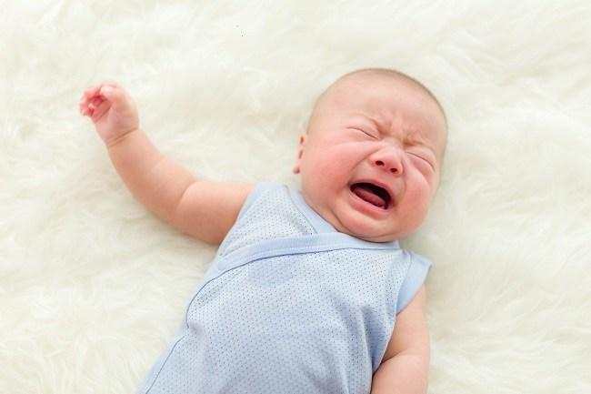 Demam bisa membuat si kecil tak pulas tidur