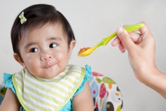 Buat kesepakatan dan aturan mengenai makan antara Mama dengan si kecil