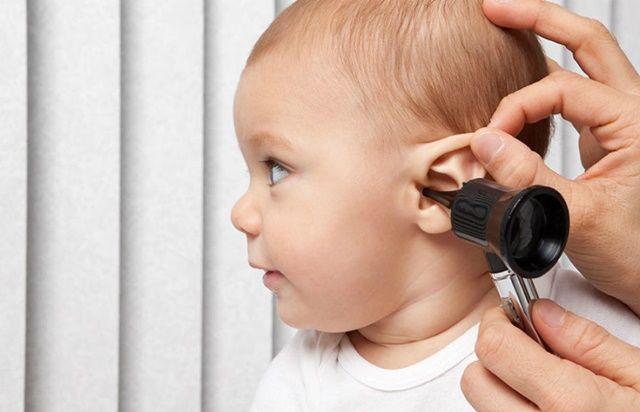 apa yang harus dilakukan saat infeksi telinga pada si kecil