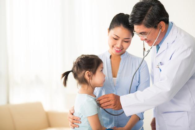 Memilih Dokter Anak yang Bersahabat untuk Mampaps dan juga Si Kecil
