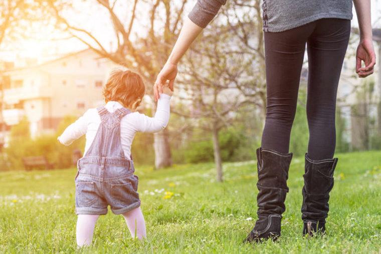 Bayi terus berupaya untuk bisa berdiri