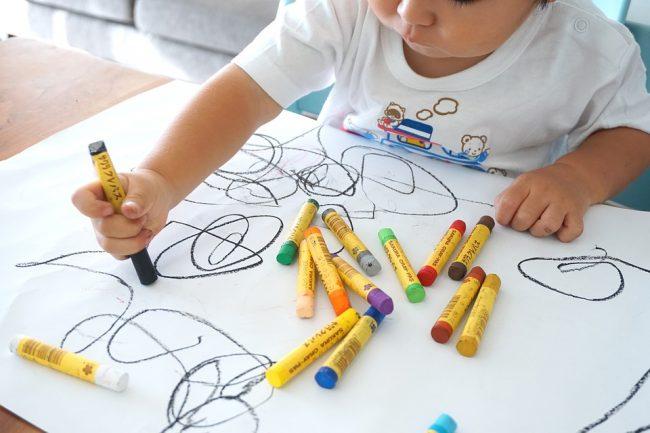 Menggambar menggunakan tangan