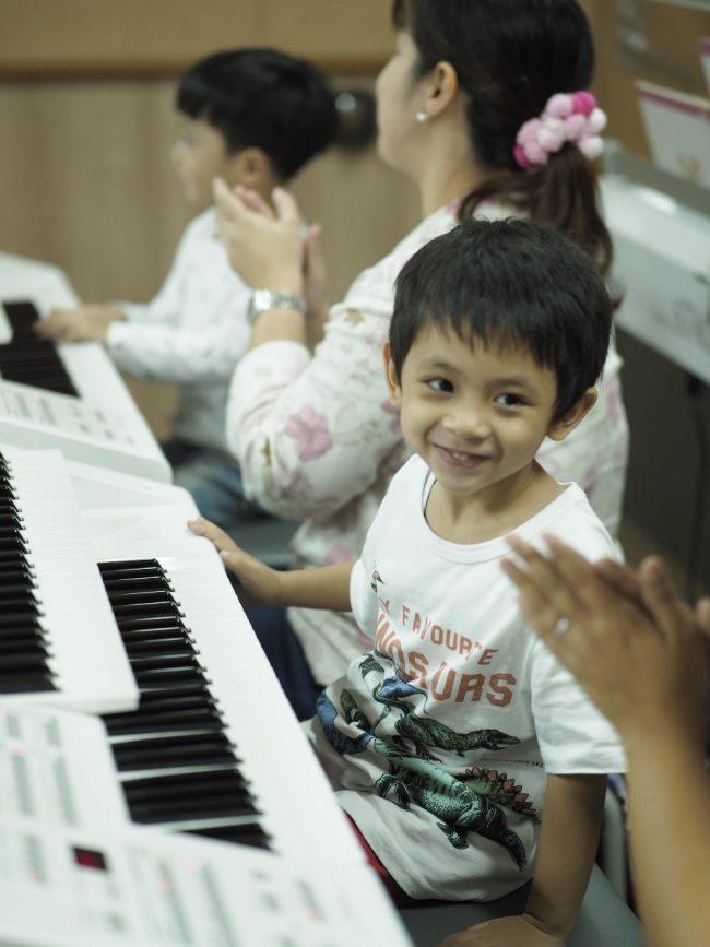 Sensorik terlatih saat si kecil berlatih bermain musik