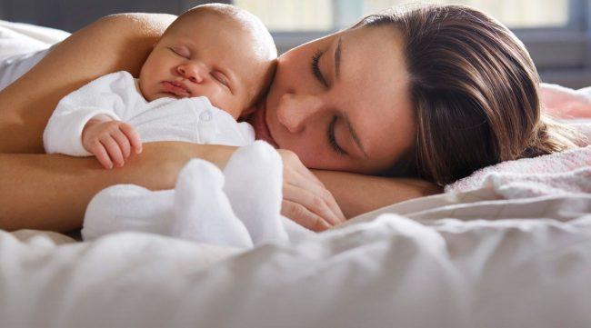 Tidur Bersama Si Kecil, Bisa Membuat Mama Kurang Tidur!