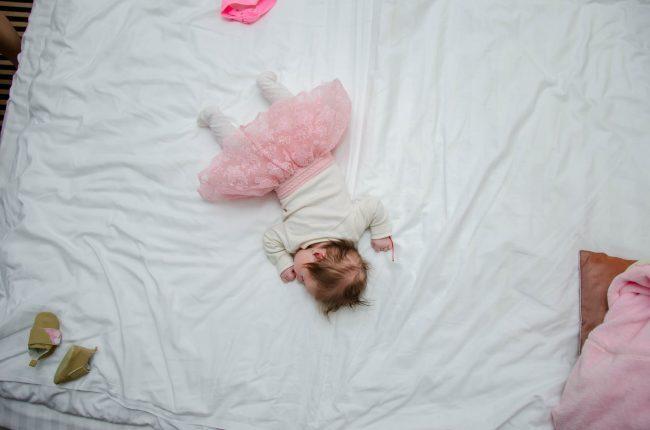 Yuk, Lakukan Tips Aman Tidur Bersama Si Kecil