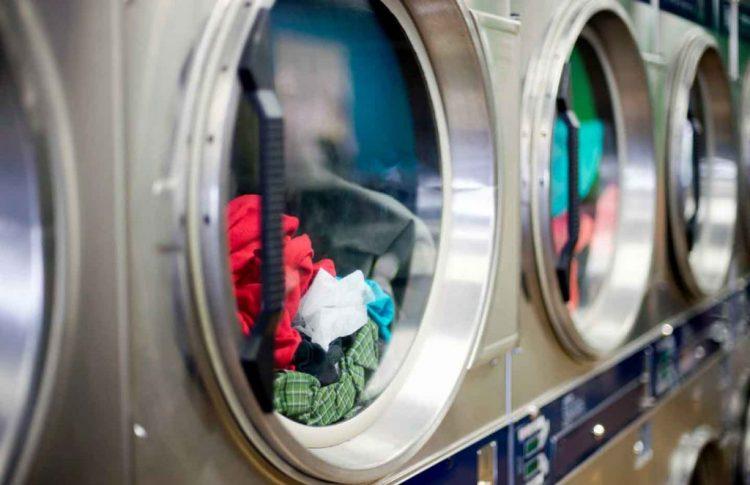 Menggunakan Laundry Service untuk Mencuci Baju