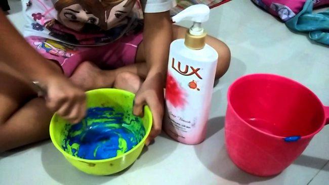 Cara membuat Slime dengan bahan sederhana