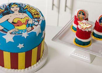 kue ulang tahun gambar wonder woman