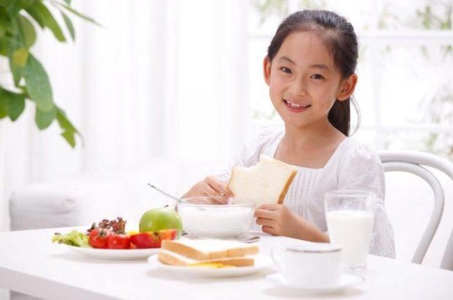 Ajarkan Anak Konsumsi Makanan Sehat