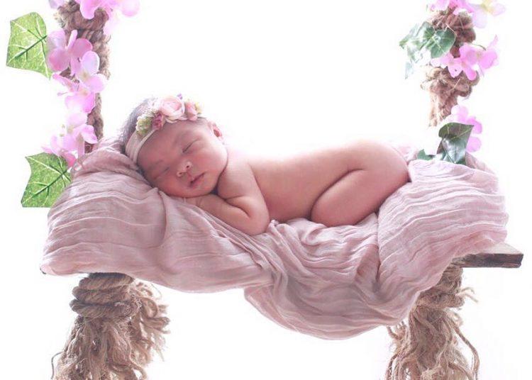 Konsep Foto Bayi Tertidur Di Atas Ayunan Cantik