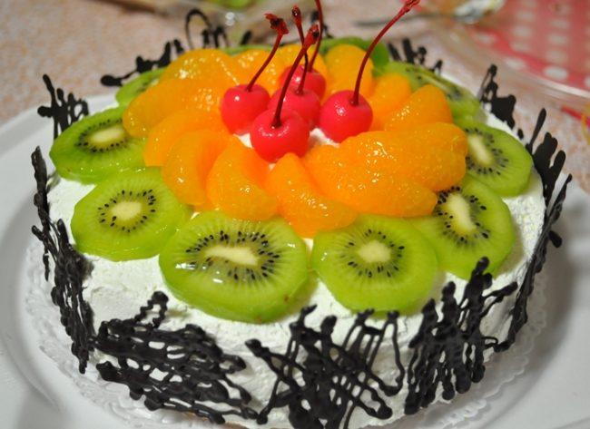 gambar kue ulang tahun hiasan buah