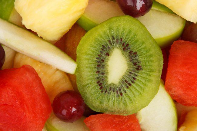 Segarnya Makan Buah Nanas, Mangga dan Kiwi