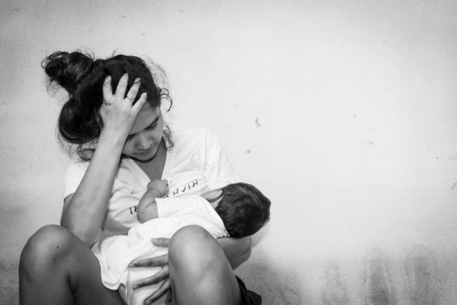 Baby blues syndrome vs Post partum depression Sumber: mothering.com