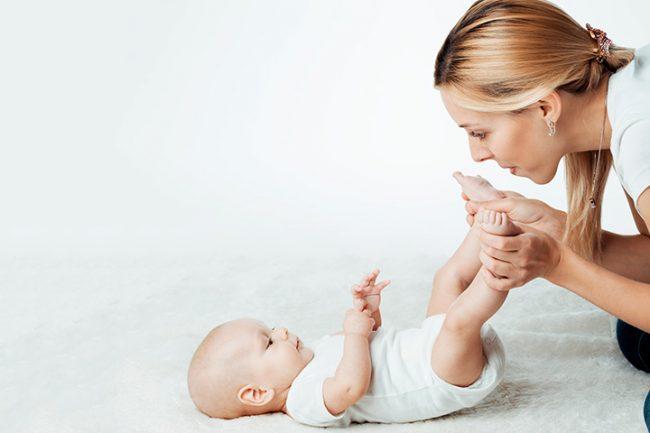 Hindari Penggunaan Bedak Bayi Pada Si Kecil Sumber: momjunction.com