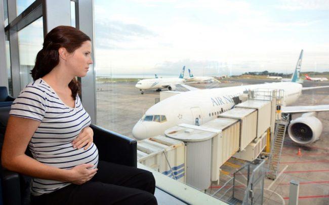 Mitos Mama Dilarang Naik Pesawat Saat Hamil