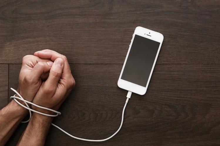 Kecanduan Ponsel Pada Orang Tua