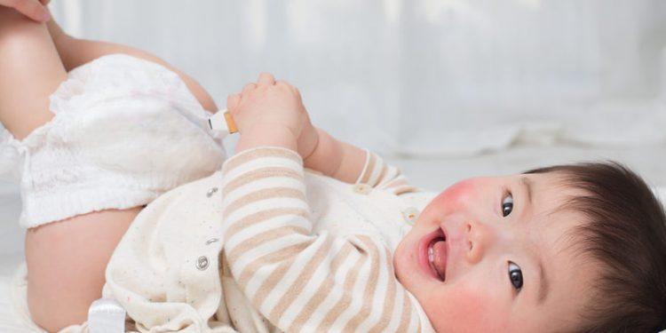 Cara Membersihkan Organ Intim Bayi Laki-laki VS Perempuan